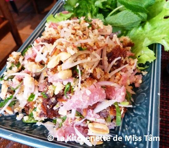 La Kitchenette de Miss Tâm Salade de riz croustillant laotien
