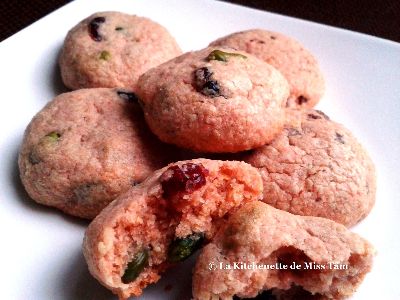 La Kitchenette de Miss Tâm Cookies aux biscuits roses de Reims, canneberges et pistaches