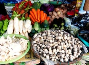 Champignons de paille au marché à Đà Lạt, Vietnam.