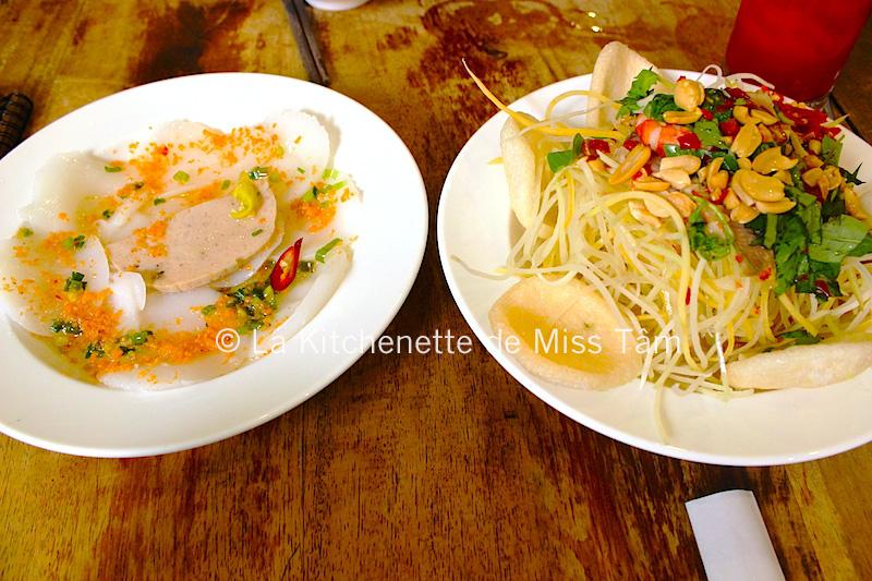 Banh bèo de Saigon (plat de gauche) dégustés au Vietnam.