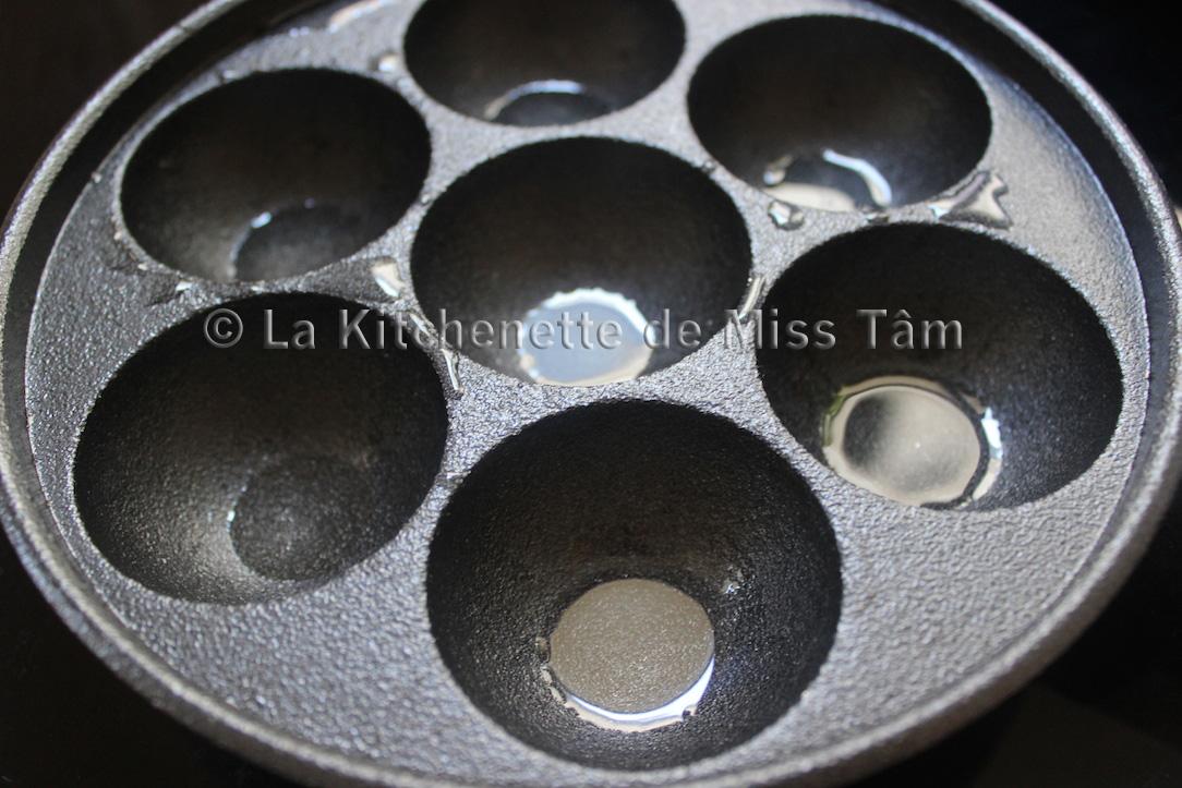 Banh khot de La Kitchenette de Miss Tâm poele takoyaki